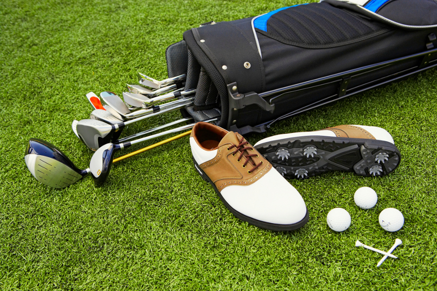 golf-clubs-golf-bag-shoes-balls-and-tees christmas gift for dad