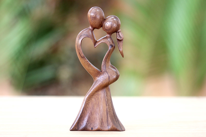 Unique Wedding Anniversary Gifts For Her: Heartwarming Anniversary Gifts For Her, Presents And Ideas