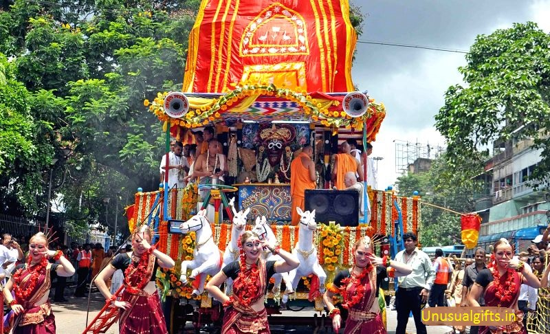 foreigners-performing-during-iscon-rath-yatra