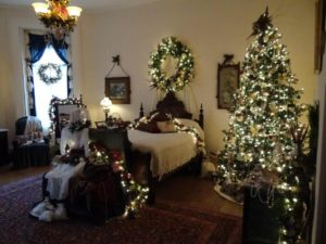 Christmas-tree-in-bedroom