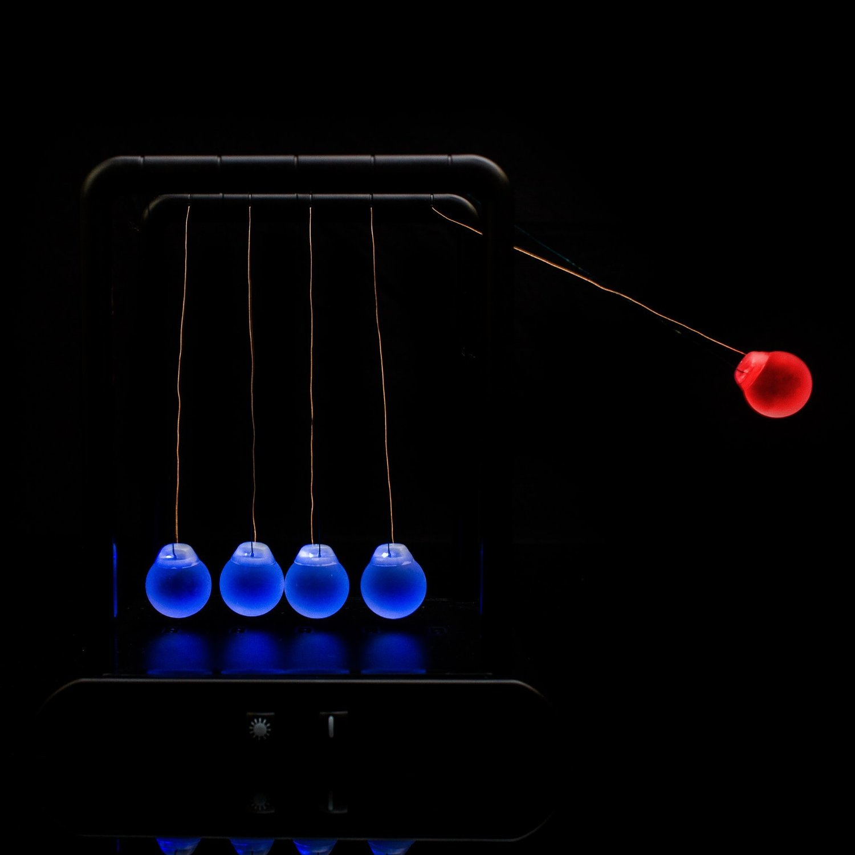 Newton's cradle balance balls