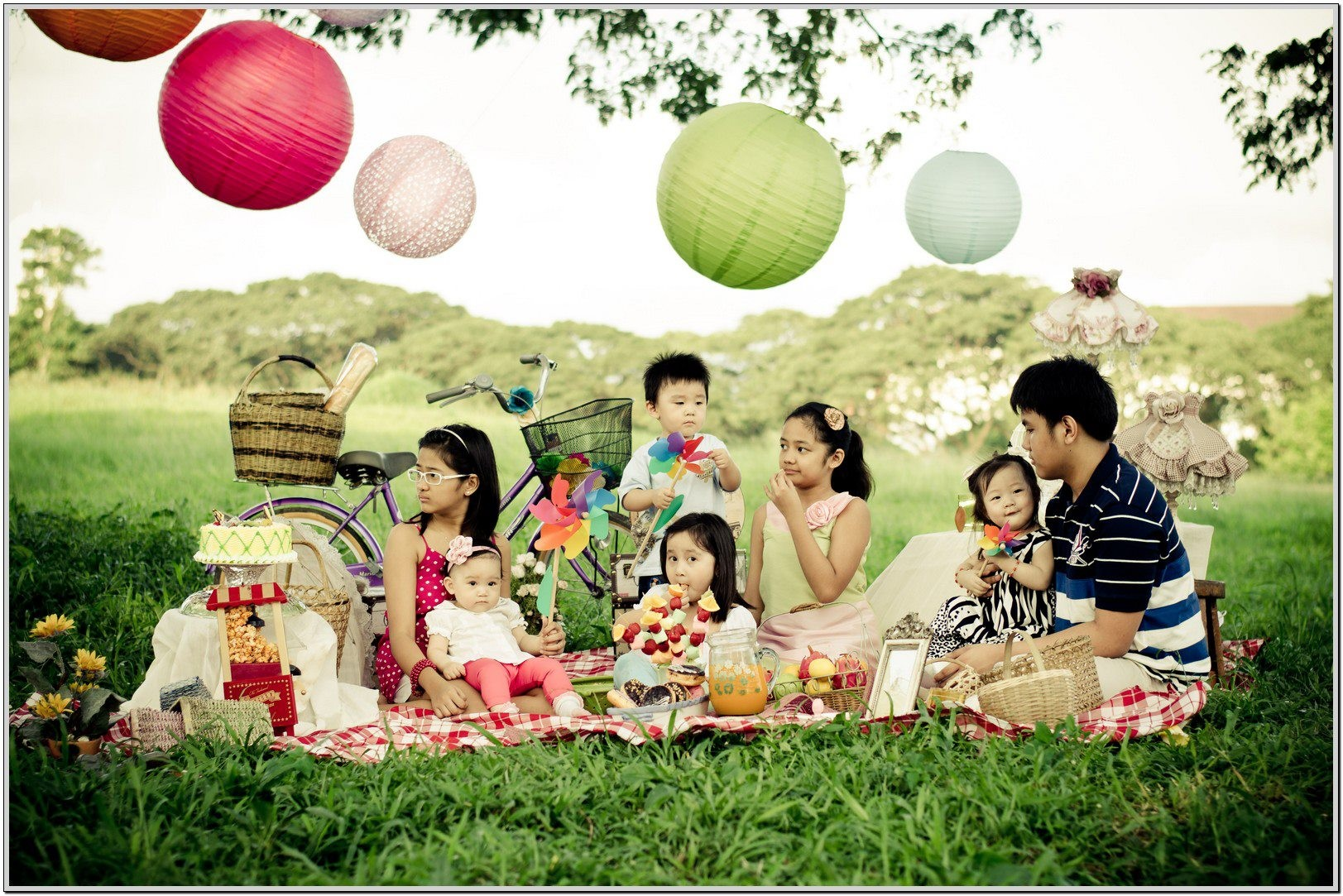 go-out-for-a-family-picnic