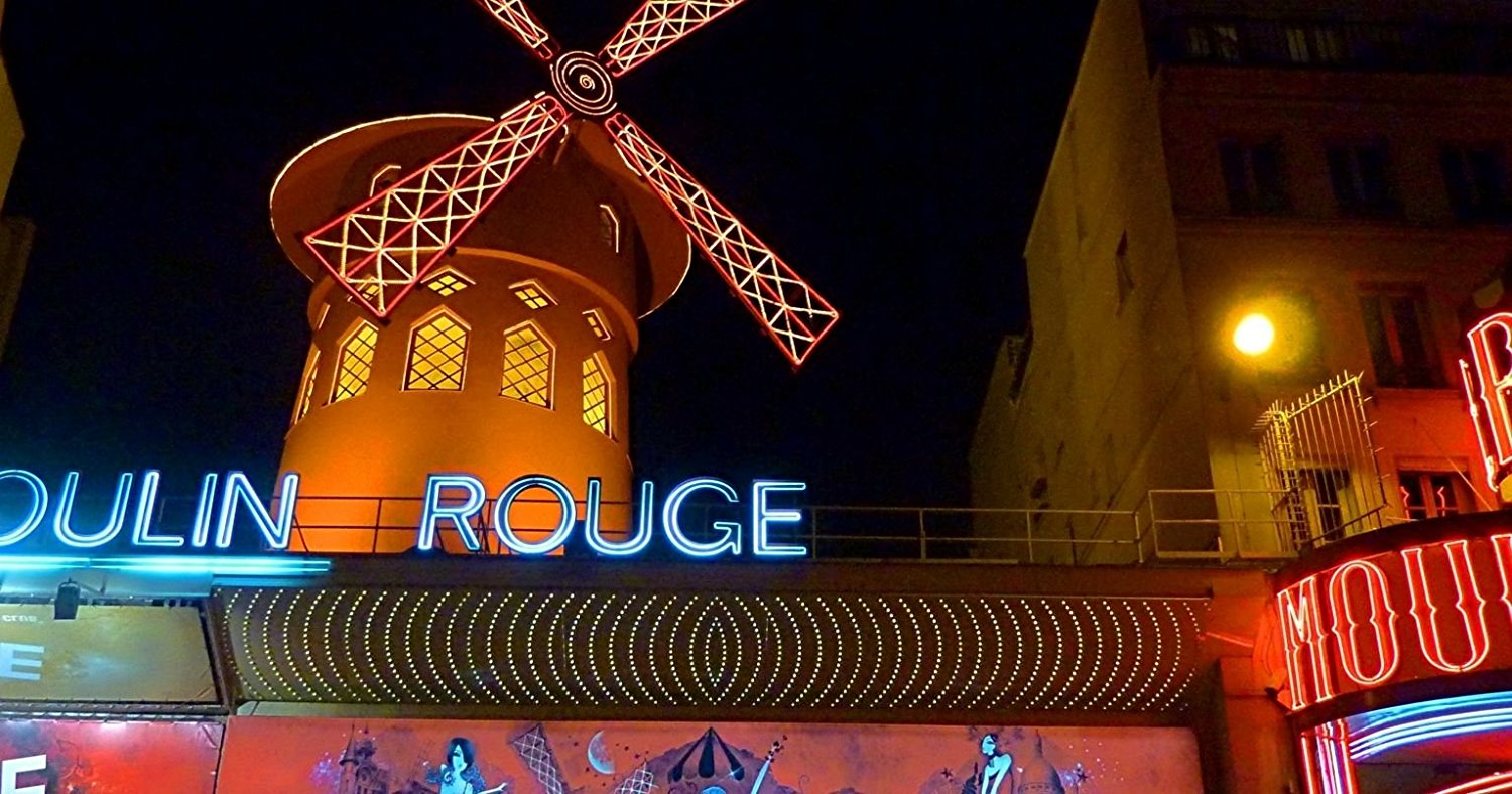 moulin-rouge-show-with-champagne-in-paris