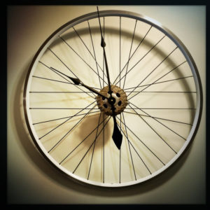 bike-wheel-clock
