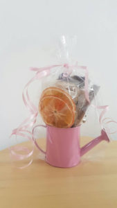 dried-fruits-and-flowers-gift-basket