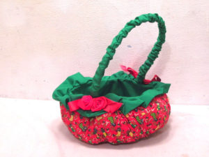 vintage-christmas-quilted-centerpiece-basket