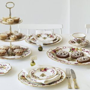 Old country roses Christmas dinner set